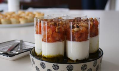 Verrines italiennes mousse de Mozzarella di Bufala Campana, pesto et tomates
